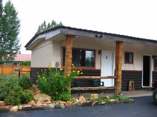 Gunnison, CO: End Unit with Two Queen Beds