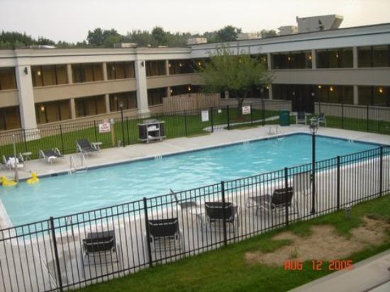 Holiday Inn Hazlet : Pool at the Holiday Inn