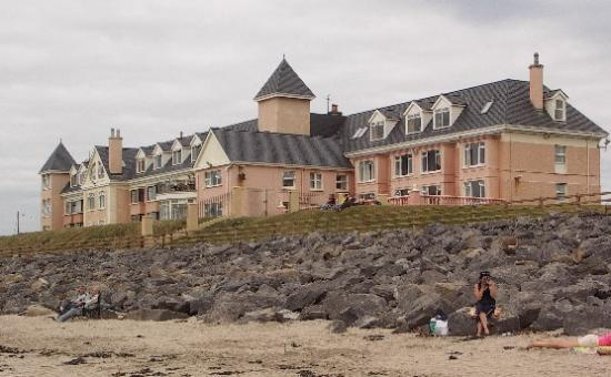 Sandhouse Hotel : Hotel from the beach