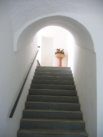 Mami Camilla: Hallway up to the room