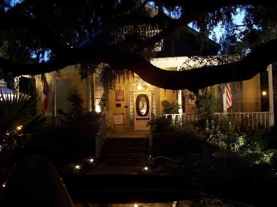 Tybee Island Inn: Tybee Inn at Night