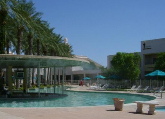 Harrah's Ak-chin Casino Resort: Awesome pool with bar