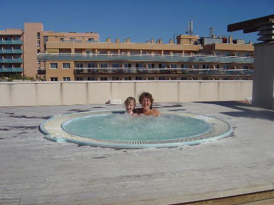 H10 Mediterranean Village: roof top jacuzzi(brill)