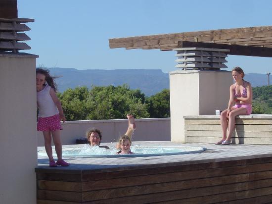 H10 Mediterranean Village: another view of jacuzzi children enjoyed