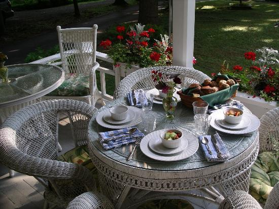 Nelson Avenue Pines, Cooperstown - breakfast setting