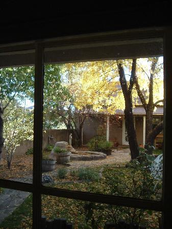 Rancho de Chimayo Hacienda : Another view of the courtyard