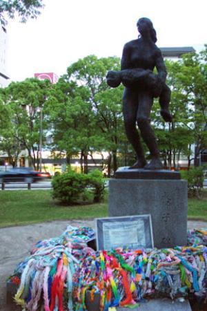 Museo Memorial de la Paz de Hiroshima: Memorial surrounded by peace cranes