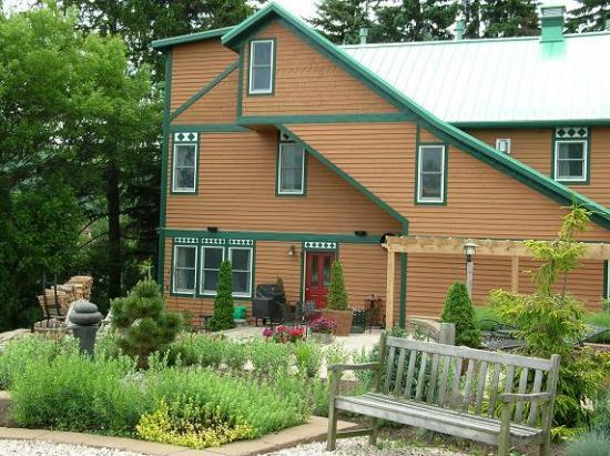 Lake Pointe Inn : On the back patio