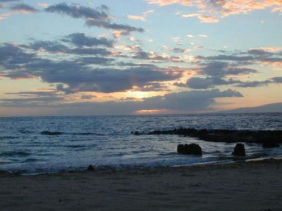 Kamaole Sands: Sunset at Kamaole Beach III
