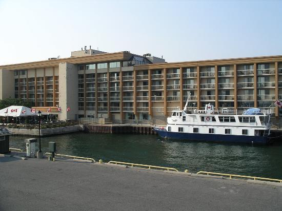 Holiday Inn Kingston - Waterfront: Holiday Inn - Waterfront - Kingston with ship alongside