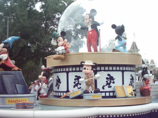Walt Disney World, FL: Its the parade !!!