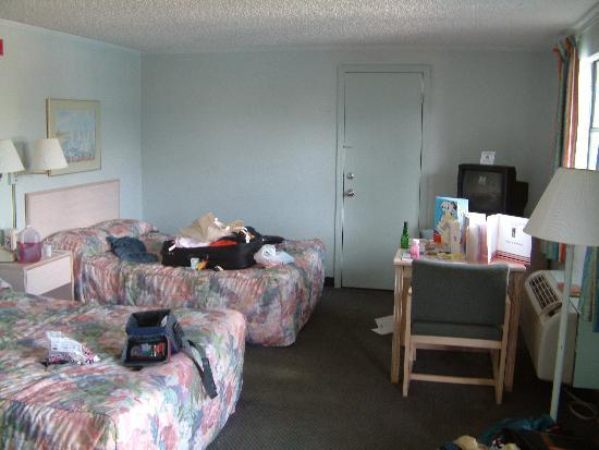 Clarion Hotel Orlando International Airport: Inside our room !!