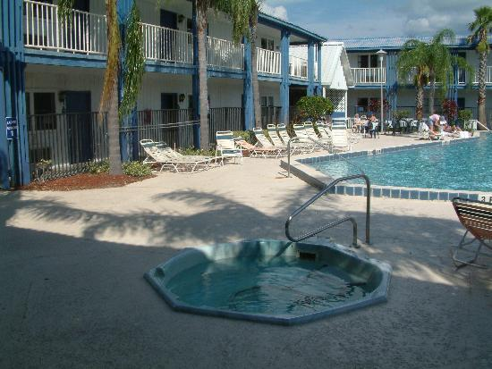 Clarion Hotel Orlando International Airport: Pool and Spar !!!