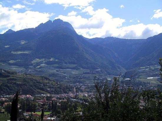Hotel Residenz Pazeider: View of Merano from our terrace
