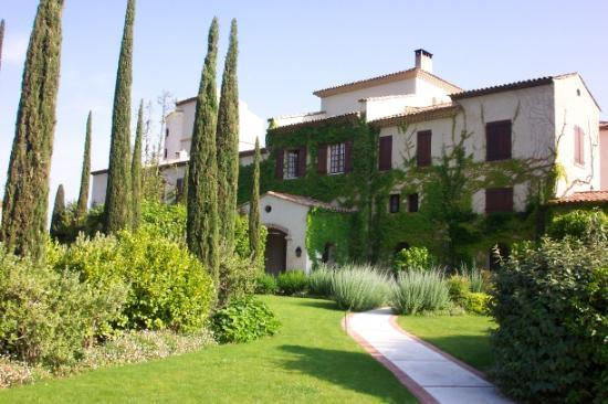 Chateau Saint-Martin & Spa: Outside view of hotel