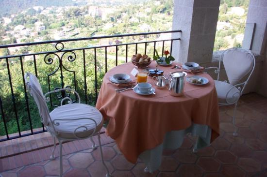 Château Saint-Martin & Spa : Daily breakfast on our balcony