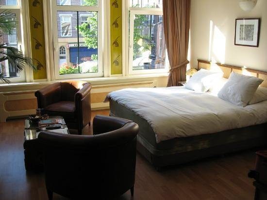 Suite 259 : Safari room bed area - cosy and quiet