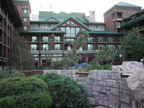 Disney's Wilderness Lodge: Outside of Wilderness Lodge