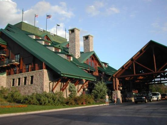 Disney's Wilderness Lodge: Front of Wilderness Lodge