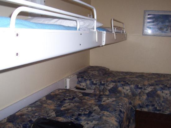 Travelodge Montreal Centre: Shabby and inappropriate room, not as ordered.