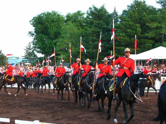 Les Suites Hotel Ottawa: The RCMP Musical Ride