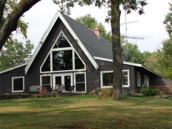 Canoe Bay: Canoe Bay - Building with Library