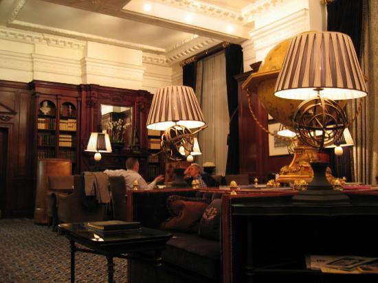 Hotel 41: The library / lounge