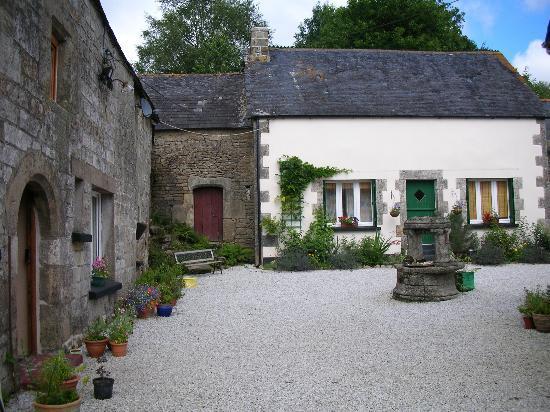 L'Arc en Ciel : The white building is the roomy guest cottage...