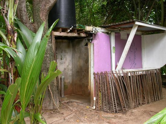 Casa Iguana: the shower.
