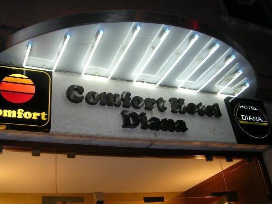 Hotel Diana: entrance