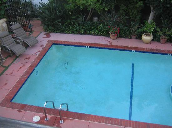 Villa Rosa Inn: More pool ...