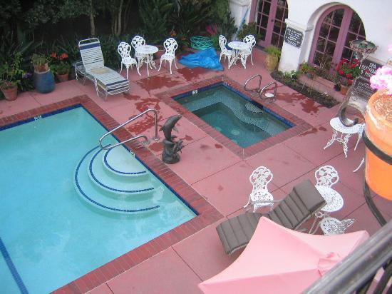 Villa Rosa Inn: More jacuzzi....