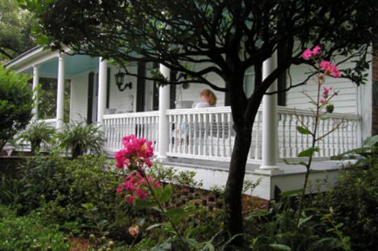 T'Frere's Bed & Breakfast: The Front Porch