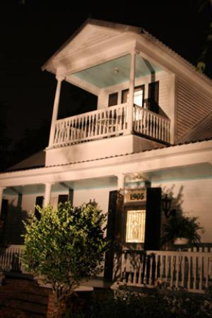 T'Frere's Bed & Breakfast : T' Frere's at Night