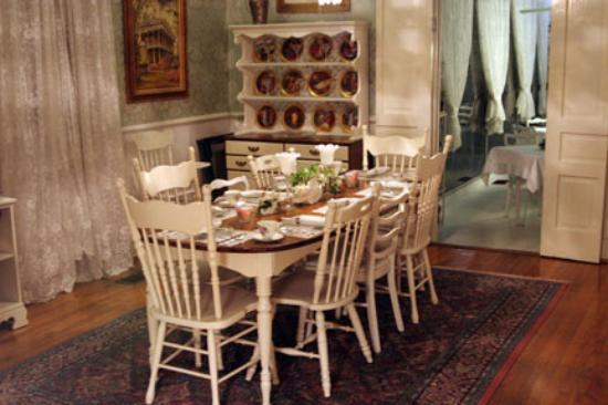 T'Frere's Bed & Breakfast : The Dining Room