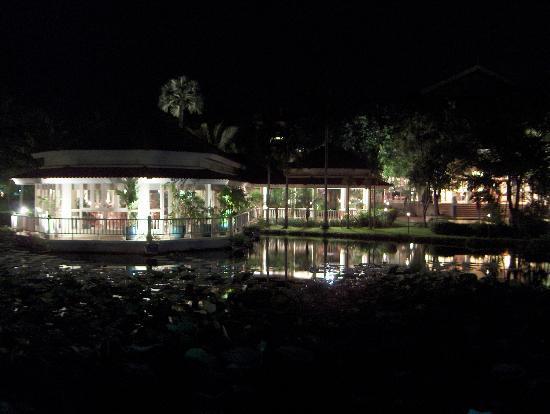 Sofitel Angkor Phokeethra Golf and Spa Resort: The romantic restaurant