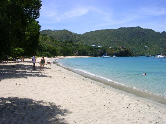 Port Elizabeth, Bequia: Princess Margaret Beach looking south