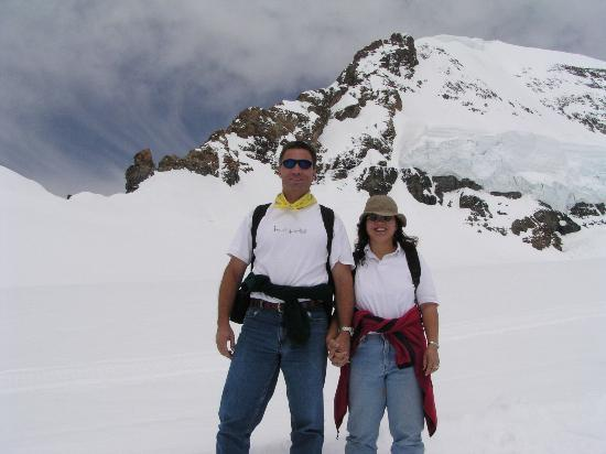 Jungfrau Region, Suiza: Peter and Laurie at Jungfrauhjoch, Switzerland