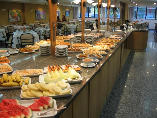 Copacabana Mar Hotel: Breakfast