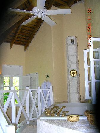 Kamalame Cay: Cottage bathroom