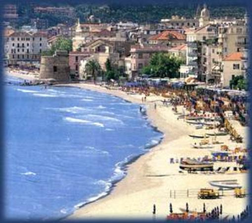 Alassio, Ιταλία: Beach from the hills