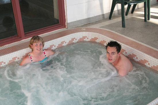 BEST WESTERN Brantford Hotel And Conference Centre: A very hot HOT TUB