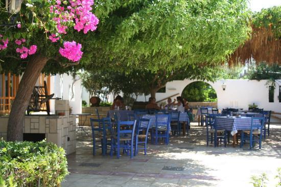 Louis Ledra Beach: Bar across the road