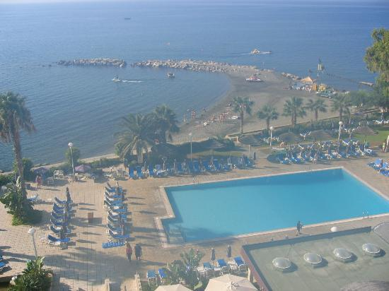 Atlantica Miramare Beach: View of the pool area from original building