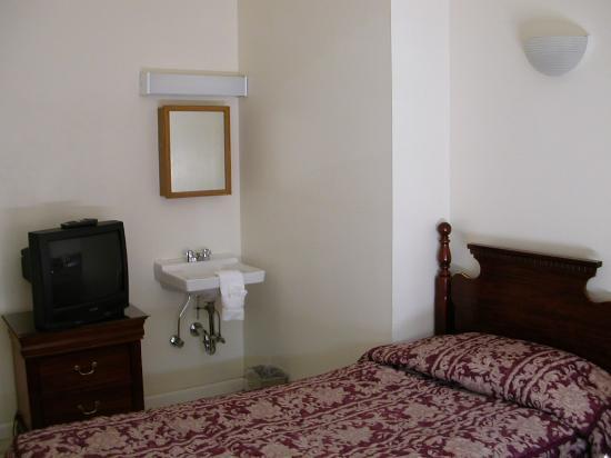 Americana Inn: Room 1