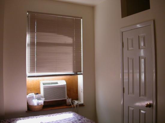 Americana Inn: Room 3