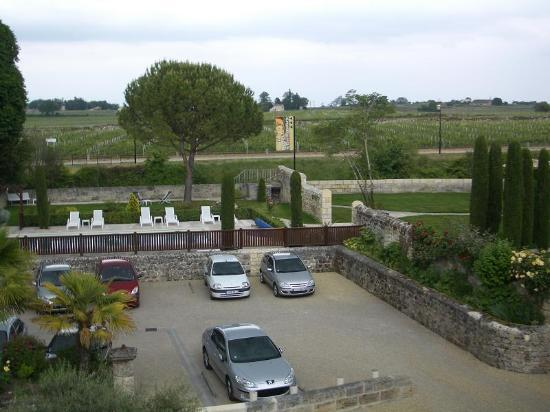Hotel Au Logis des Remparts : view out of window