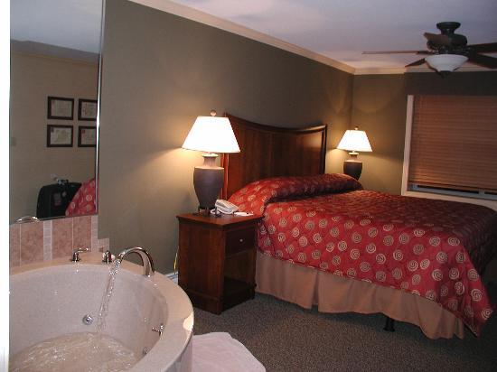 Bluegreen Vacations South Mountain, Ascend Resort Collection: Bedroom with Jacuzzi & TV, lovely.