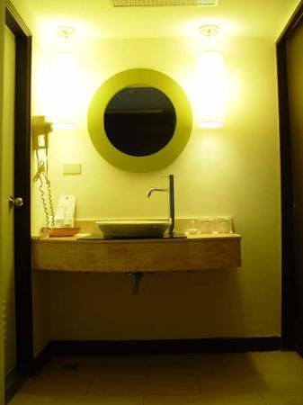 Forte Green Garden Apartments : Wash basin outside the bathroom