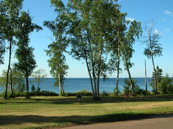 Thomsonite Beach Inn & Suites: View of Lake Superior from room